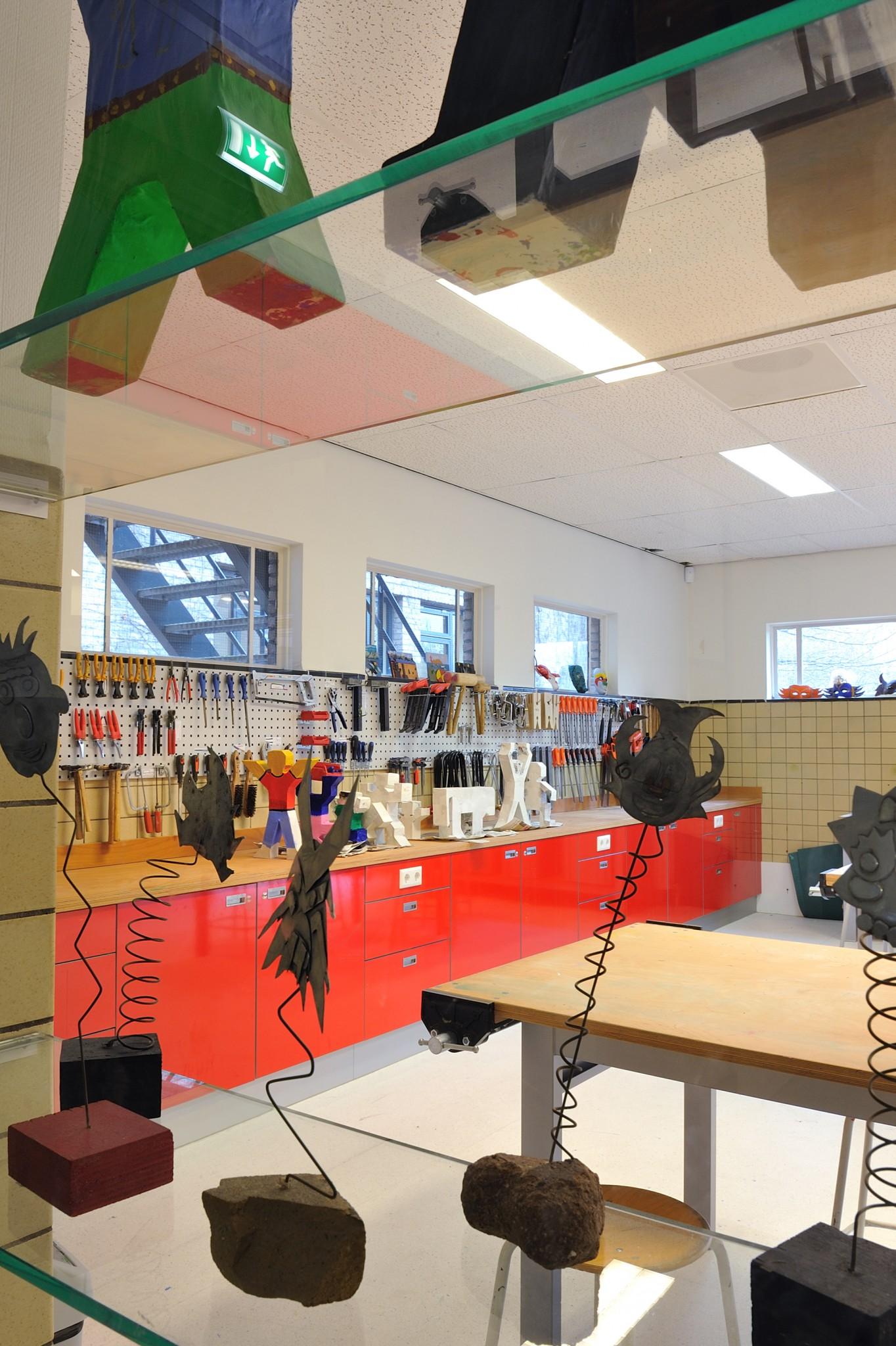 De Ontwerpwerkplaats, Gijs Niemeijer, Floor van Ditzhuyzen, Speciaal schoolmeubilair, ontwerp schoolmeubilair, meubelontwerp school, meubelontwerp voor scholen, ontwerp lockers, speciaal schoolmeubilair, inrichting scholen, schoolinrichting, inrichting technieklokaal, interieurarchitect school, verbouwing school, architect school, verbouwing Maerlant Lyceum, ontwerp speciaal meubilair scholen, gijs niemeijer, Floor van Ditzhuyzen