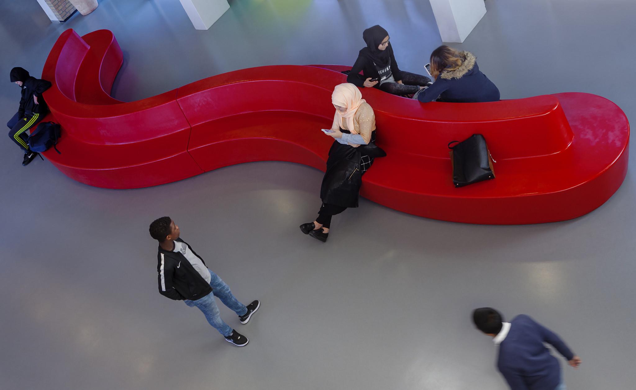 De Ontwerpwerkplaats, Gijs Niemeijer, Floor van Ditzhuyzen, Big Furniture, grote meubels, schoolmeubels, schoolmeubilair, groot meubilair, zitmeubilair, zitbanken, schoolbanken,