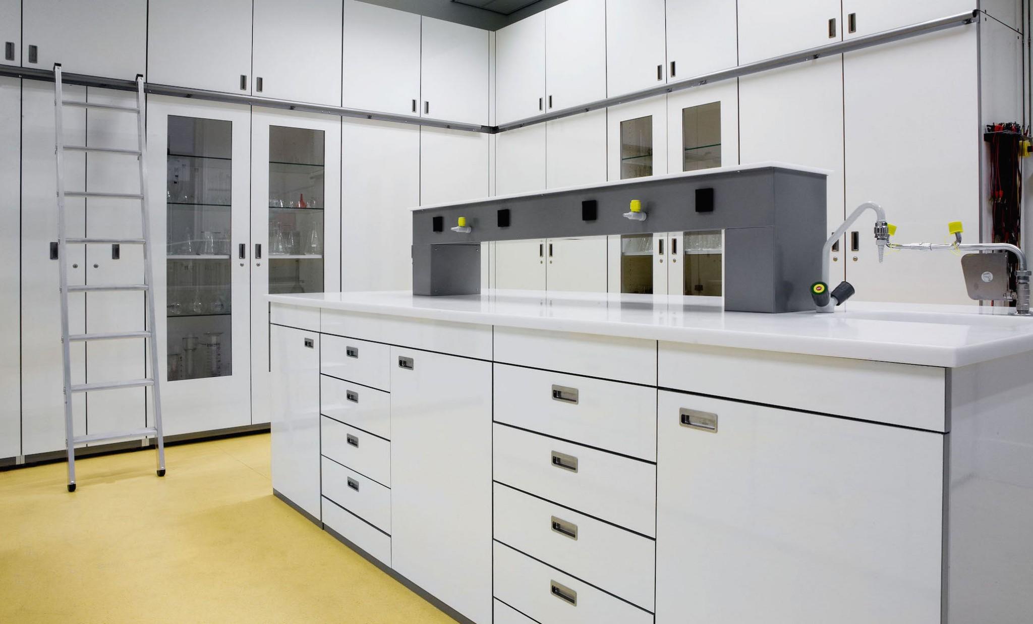 De Ontwerpwerkplaats, Gijs Niemeijer, Floor van Ditzhuyzen, Practicum meubilair, ontwerp speciaal meubilair scholen, ontwerp BINASK-meubilair, ontwerp technisch meubilair, ontwerp laboratorium meubilair, practicum meubilair , speciaal meubilair scholen, BINASK-meubilair